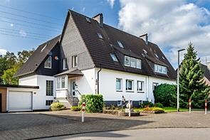 Schönes Zweifamilienhaus im Grünen!- www.HUNDT.IM