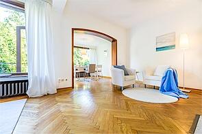 Dreifamilienhaus, individuell und äußerst charmant! - www.HUNDT.IM