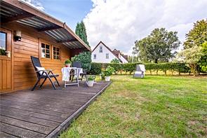 Dachgeschosswohnung mit eigenem Garten