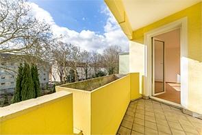 Renovierte Drei-Zimmerwohnung mit Balkon - www.HUNDT.IM